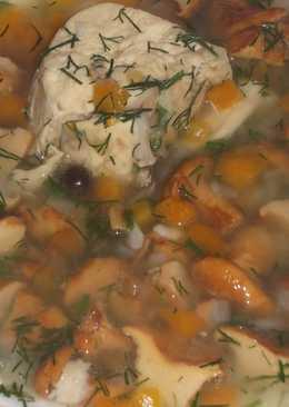 Лисички с курицей в бульоне