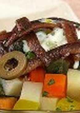 Салат из овощей с анчоусами