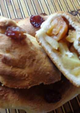 Постные пирожки с яблоком и черешней