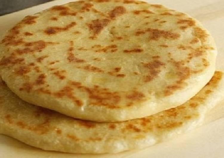Лепешка на сковороде на кефире с сыром