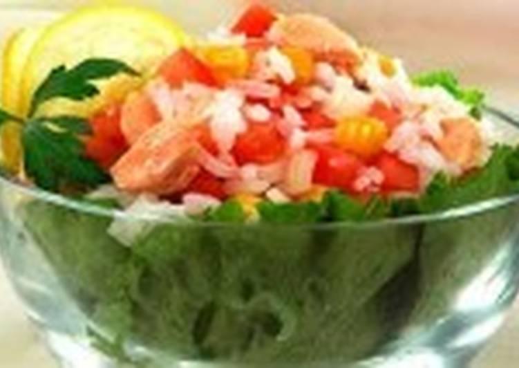 Салат из рыбных консервов и риса рецепт