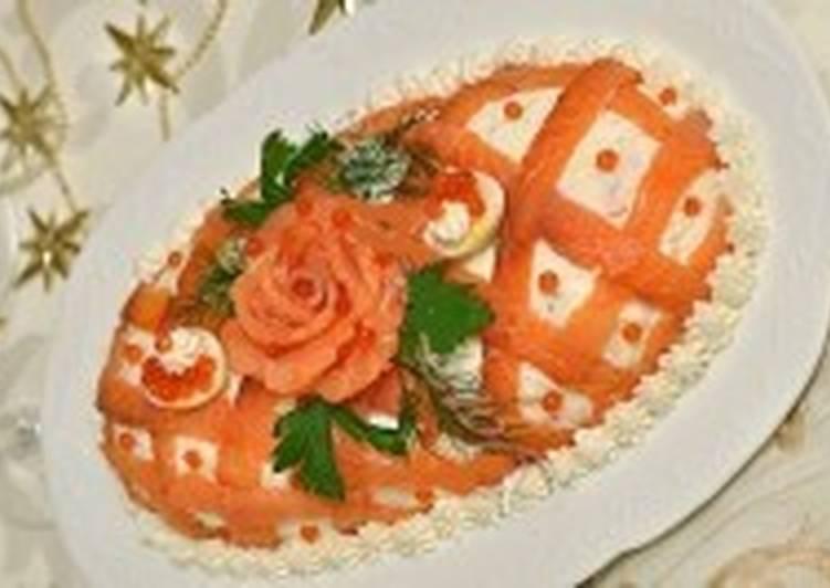 Салат новогодний «Принцесса» с красной рыбой и яблоком