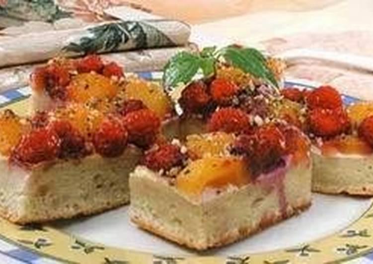 Малиновое пирожное с орехами