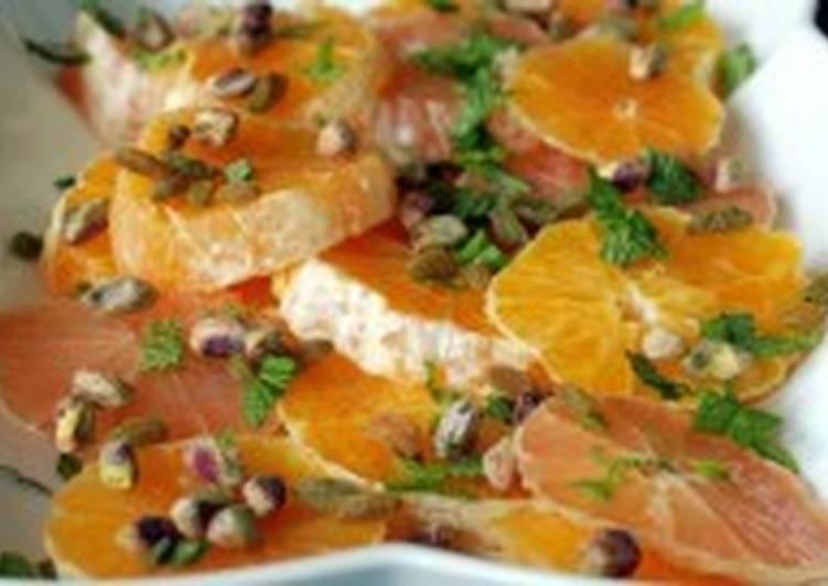 Салат из цитрусовых с фисташками и йогуртом