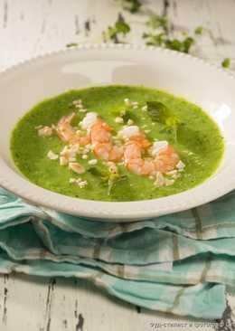 Крем-суп из зеленых овощей, с креветками, мятой и орешками кешью