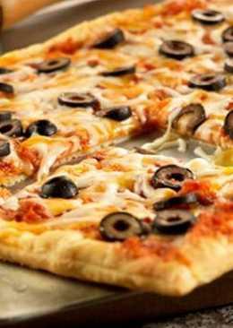 Быстрая пицца из слоеного теста в духовке на скорую руку