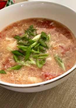 Томатный суп с говядиной и яйцом