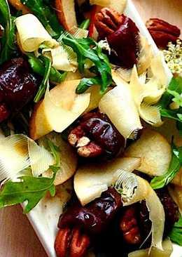 Салат с грушами и финиками