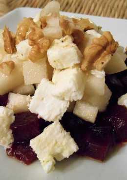 Салат из свеклы, груши и мягкого сыра