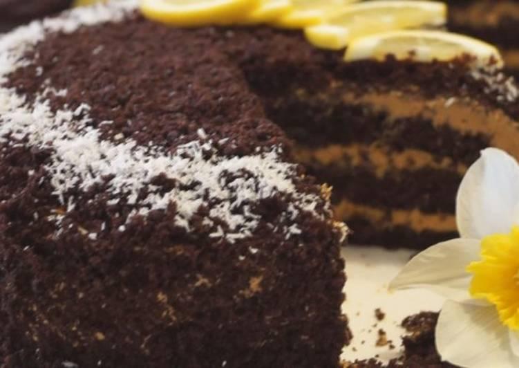 Шоколадный торт на кипятке с карамельным кремом