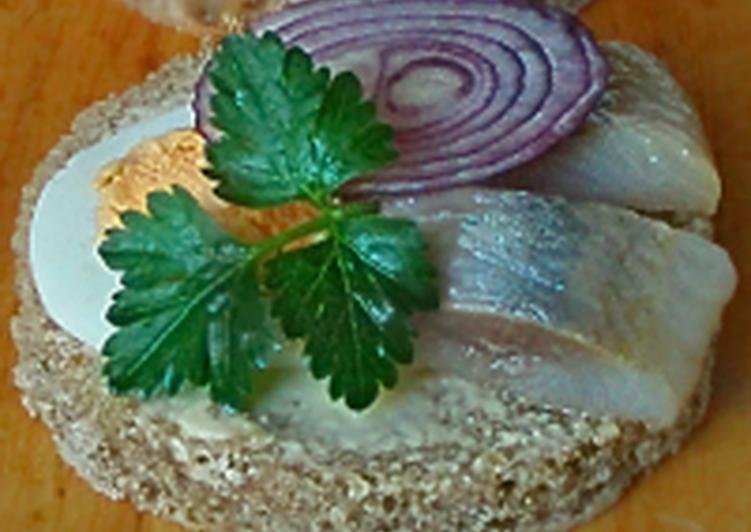 Праздничные бутерброды с сельдью «Кумовские»