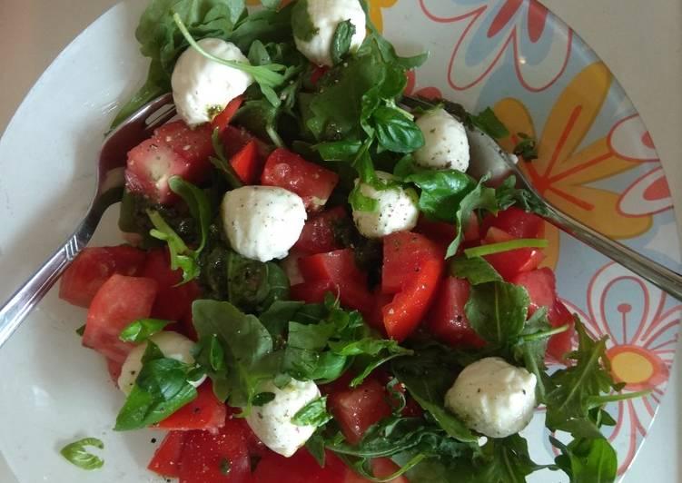 Салат из моцареллы и рукколы рецепт
