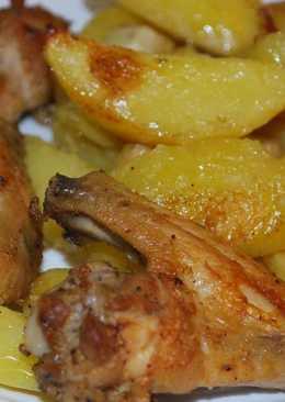 Куриные крылышки с картошкой и корнем сельдерея