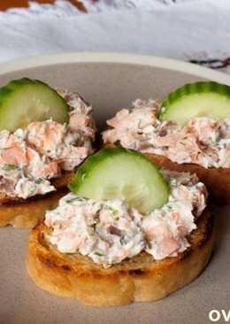 Бутерброды с копченой рыбой и сливочным сыром