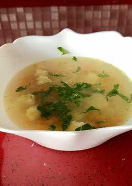Суп на бульоне с цветной капустой