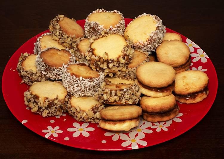 Домашнее песочное печенье с вареной сгущенкой в духовке