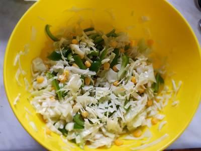 Салат из капусты,болгарского перца,кукурузы