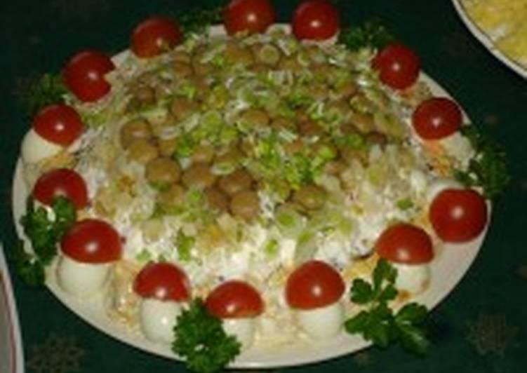 Грибной салат с зеленью и фасолью