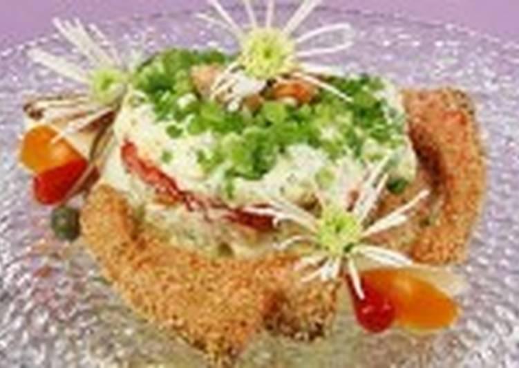 Салат с лососем в кунжуте