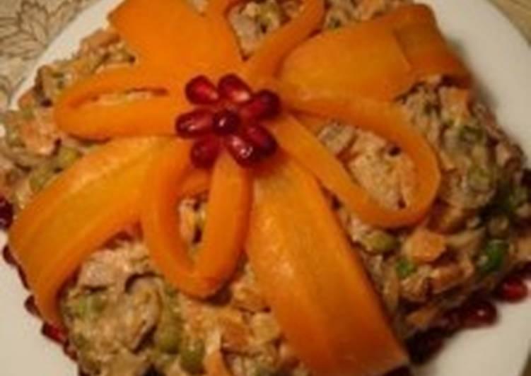 Салат с морковью, орехами и курицей «Подарок»