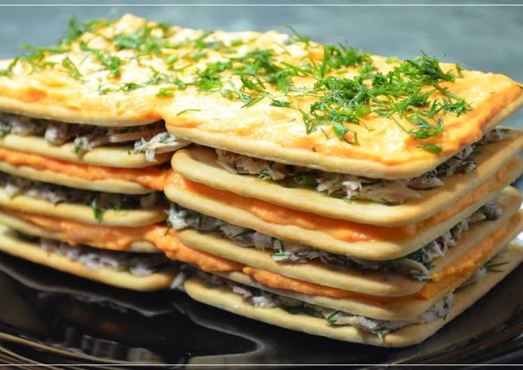 Закусочный торт «Наполеон» из крекера (без выпечки)