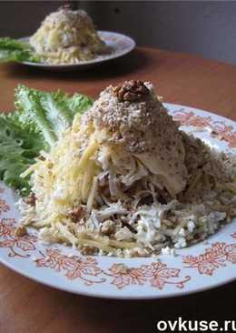Салат «копченый» с соломкой яичной