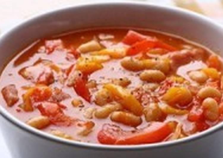 Легкий суп с фасолью и томатами