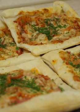Домашняя мини-пицца из слоеного теста
