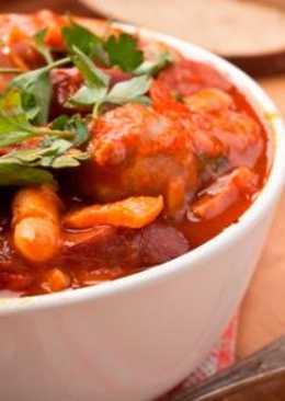 Фасолевый суп с сосисками