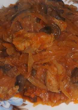 Капуста со свининой и грибами