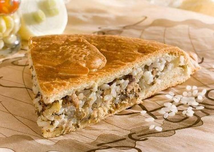 Классический пирог с рисом и рыбой