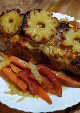 Запеченное в духовке мясо с ананасом, на подушке из овощей