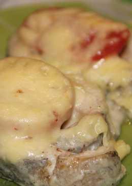"""Семга под соусом """"Бешамель"""" запеченная с сыром и помидорами - простой рецепт"""