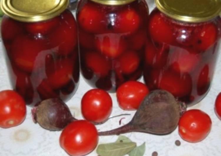 Маринованные с огурцами и свеклой помидоры