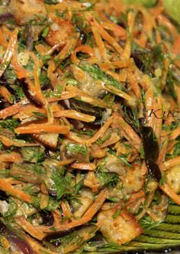 Салат с морковью, баклажаном и сухариками