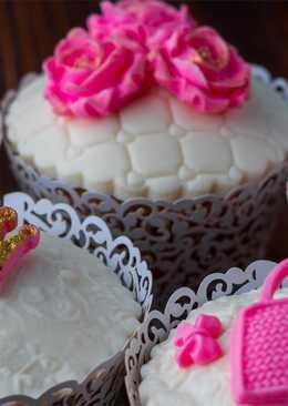 Простой способ сделать украшение из мастики. Как украсить кексы для девушки на день рождения