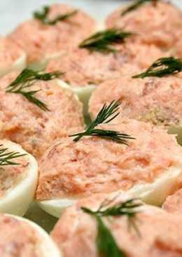 Закуска новогодняя из яиц с лососем и сардинами