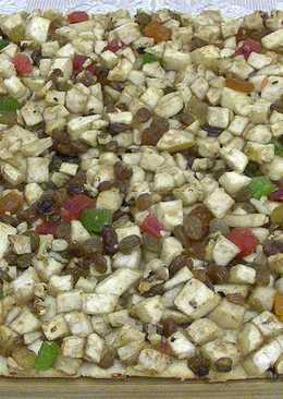 Песочный пирог с яблоками, цукатами и орехами