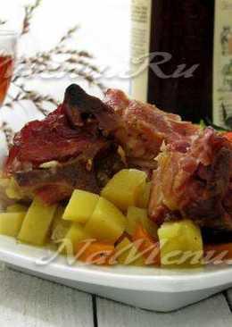 Нежные свиные ребра с ароматным картофелем, запеченные в духовке