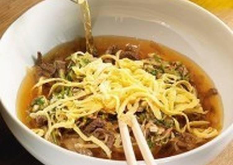 Корейский суп с лапшой и говядиной «Кукси»