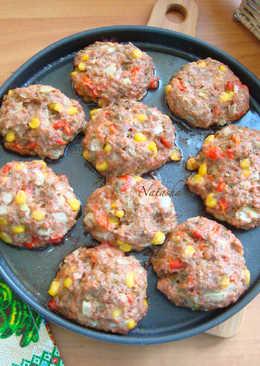 Котлеты говяжьи с овощами, запечённые в духовке