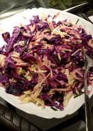 Диетический салат из синей капусты и яблок
