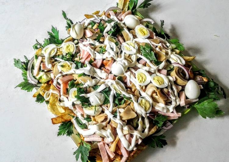 Картофельный салат с грибами и ветчиной