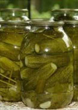 Соленые огурцы, консервированные с уксусом, горчицей, эстрагоном и перцем