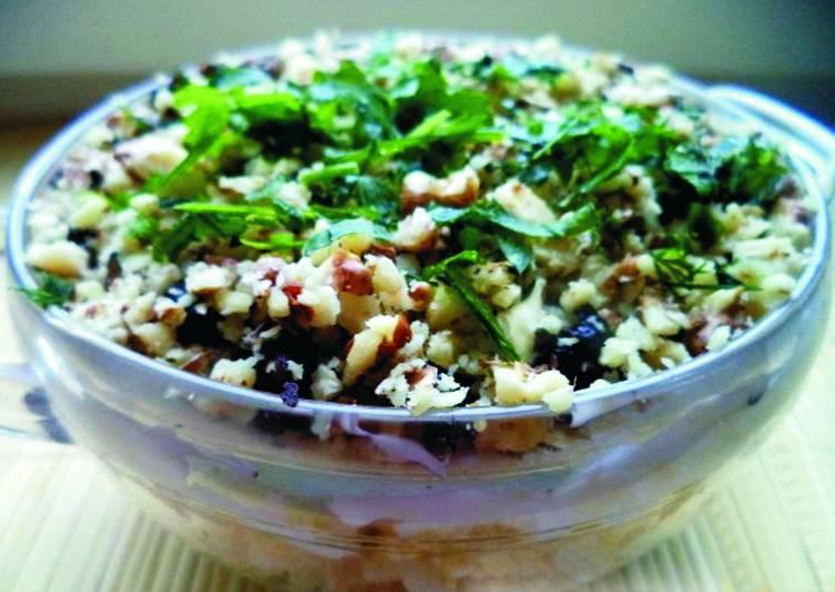 Салат с черносливом и горошком