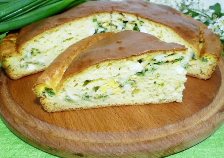 Заливной пирог на кефире с яйцом и зеленым луком