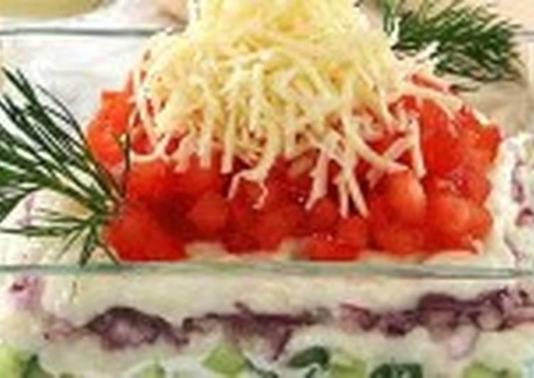 Салат рыбный с сырным соусом