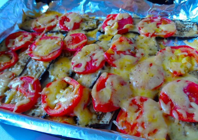 Запеченные баклажаны под помидорами с сыром