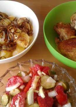 Крестьянский обед: картошка, курятина и салат