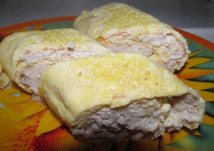 Рулет из куриного фарша с яйцами и сыром